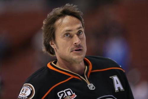 hi-res-454247149-teemu-selanne-of-the-anaheim-ducks-looks-on-prior-to_crop_north